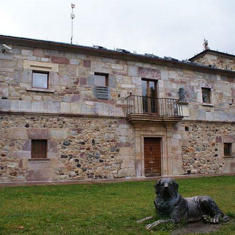 800px-Riolago_de_Babia_Casa_del_Parque